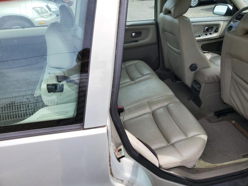 Volvo V70 2000 price $3,995