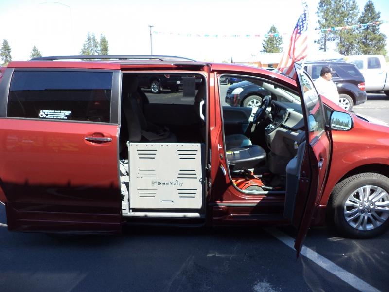 Toyota Sienna 2016 price $41,995