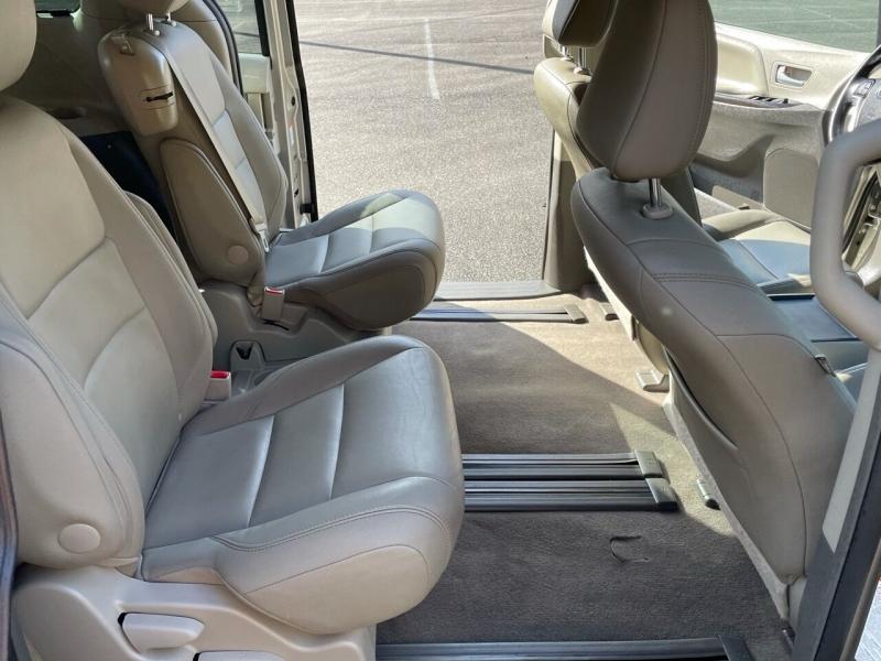 Toyota Sienna 2015 price $16,980
