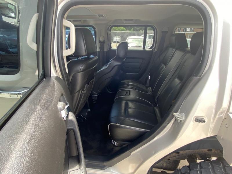 Hummer H3 2006 price $6,990