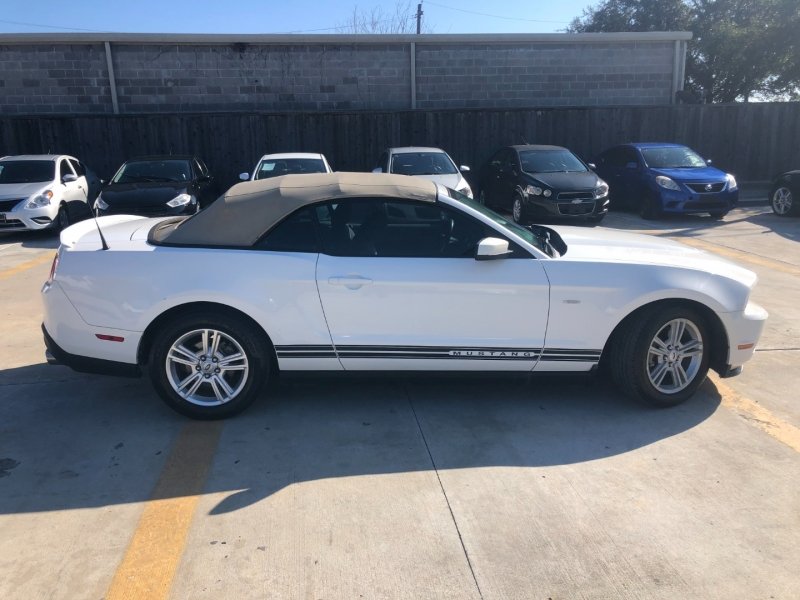 Ford Mustang 2010 price $5,990