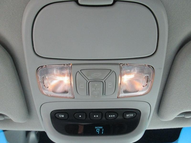 Toyota Sienna 2005 price $7,880