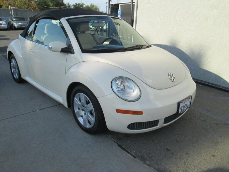 Volkswagen New Beetle Convertible 2007 price $6,980