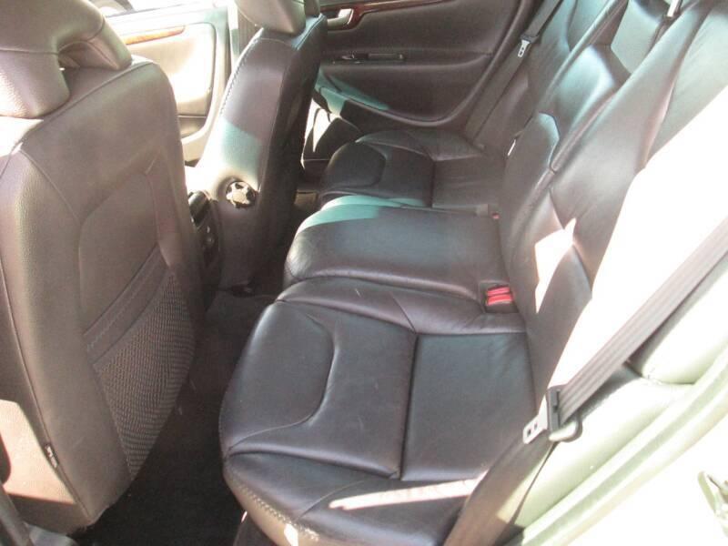 Volvo XC70 2006 price $5,980