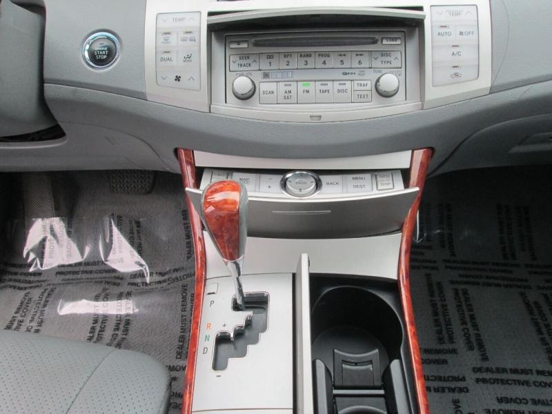 Toyota Avalon 2005 price $8,880