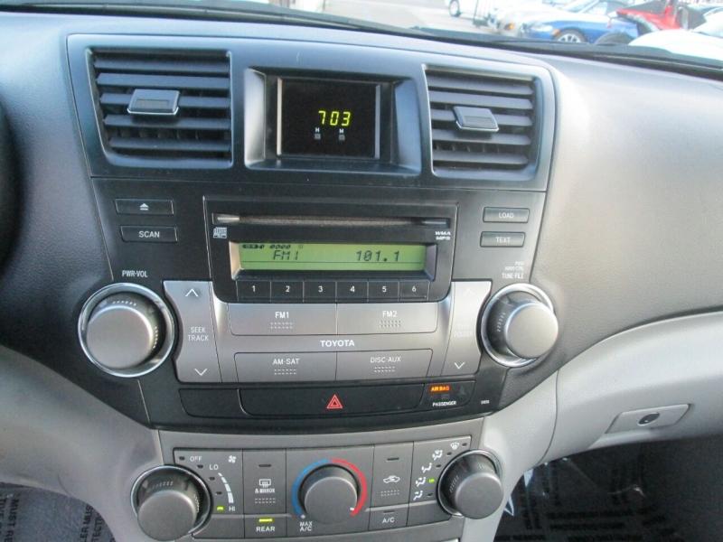 Toyota Highlander 2008 price $8,980