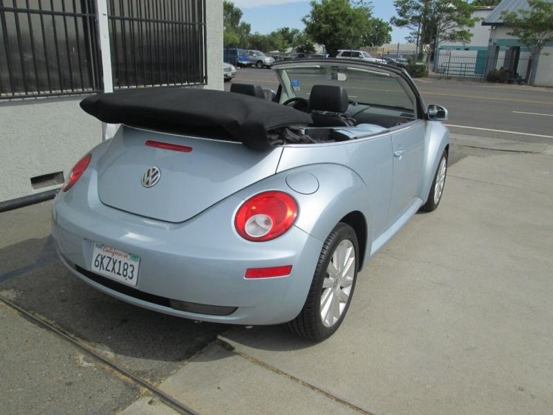 Volkswagen New Beetle Convertible 2010 price $10,880