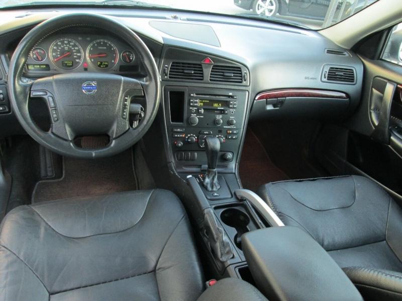 Volvo XC70 2004 price $5,880