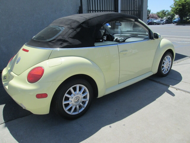 Volkswagen New Beetle Convertible 2004 price $6,880