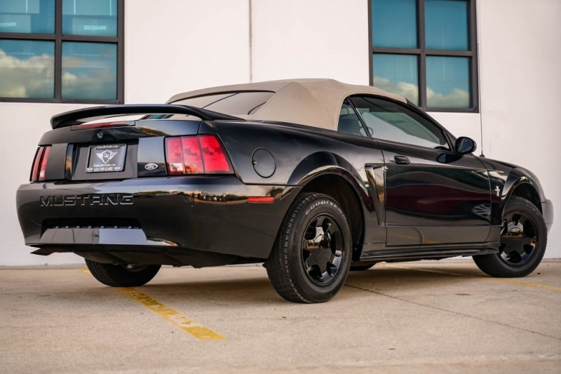 Ford Mustang 2000 price $7,580