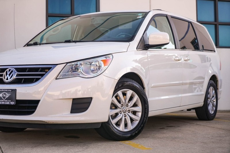 Volkswagen Routan 2012 price $8,790