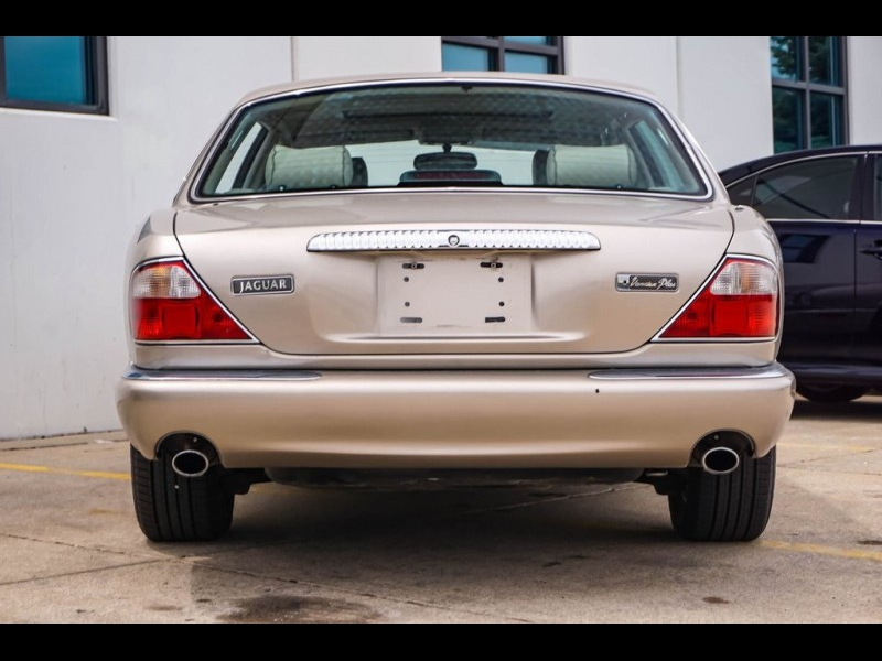 Jaguar XJ8 1998 price $11,900