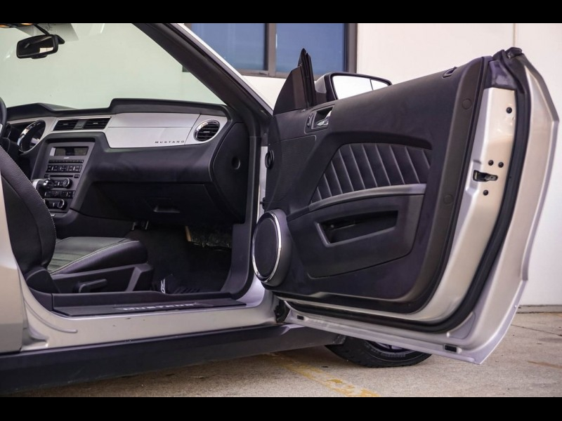 Ford Mustang 2011 price $12,880