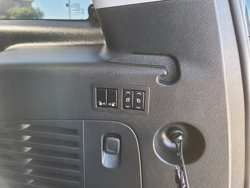 Chevrolet Suburban 2017 price $5,400