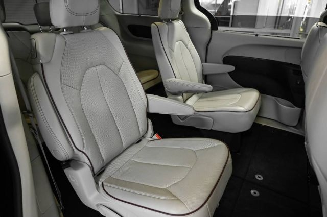 Chrysler Pacifica 2020 price $34,988