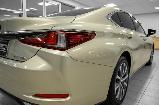Lexus ES 2019 price $33,985