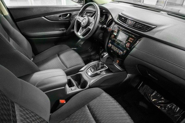 Nissan Rogue 2017 price $16,985