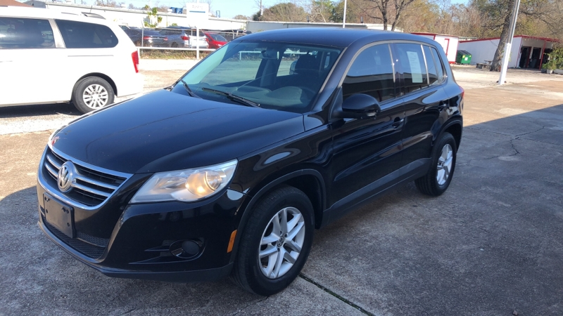 Volkswagen Tiguan 2011 price Call for price
