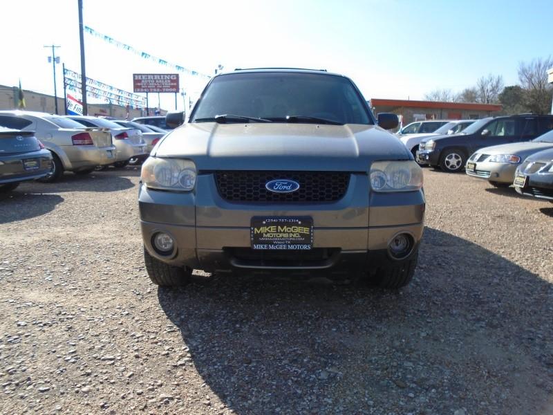 Ford Escape 2005 price $2,995