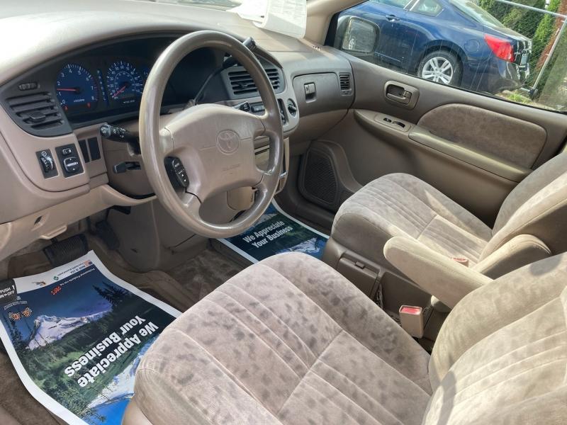 Toyota Sienna 2002 price $2,995