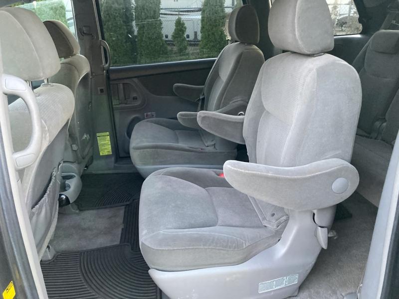 Toyota Sienna 2005 price $4,995