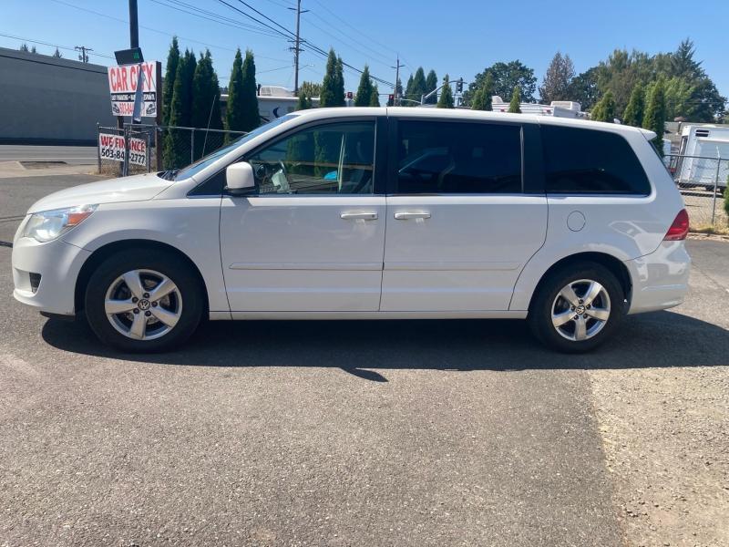 Volkswagen Routan 2010 price $6,795