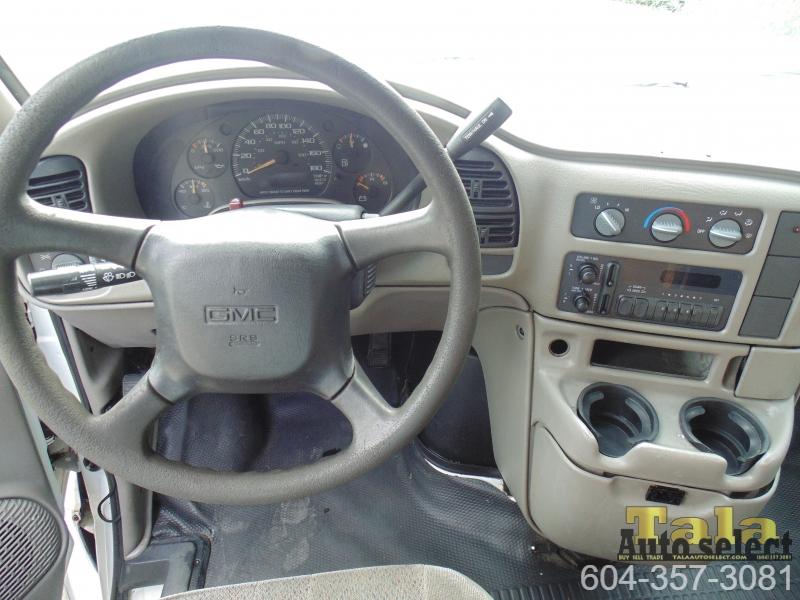 GMC Safari 2004 price $3,995