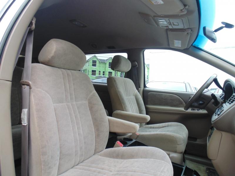 Toyota Sienna 2002 price $2,888