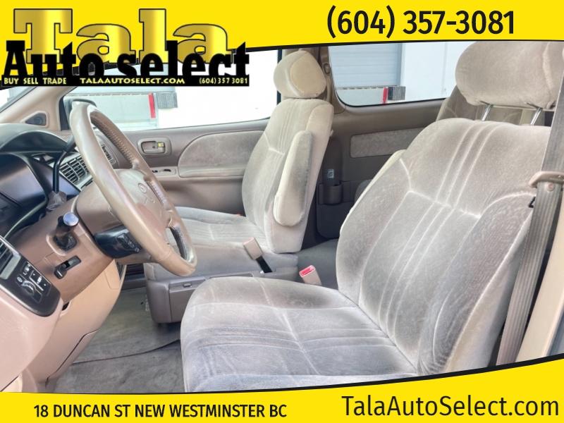 Toyota Sienna 2000 price $2,488