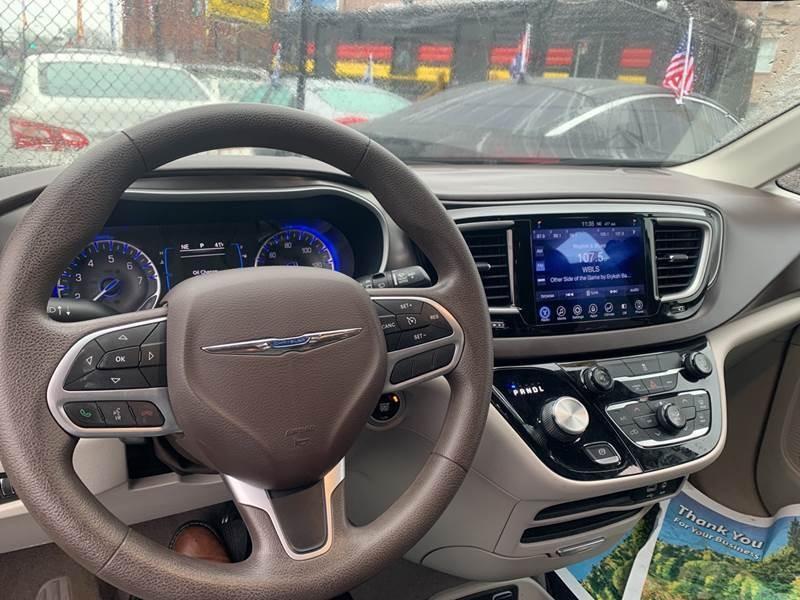 Chrysler Pacifica 2017 price $500