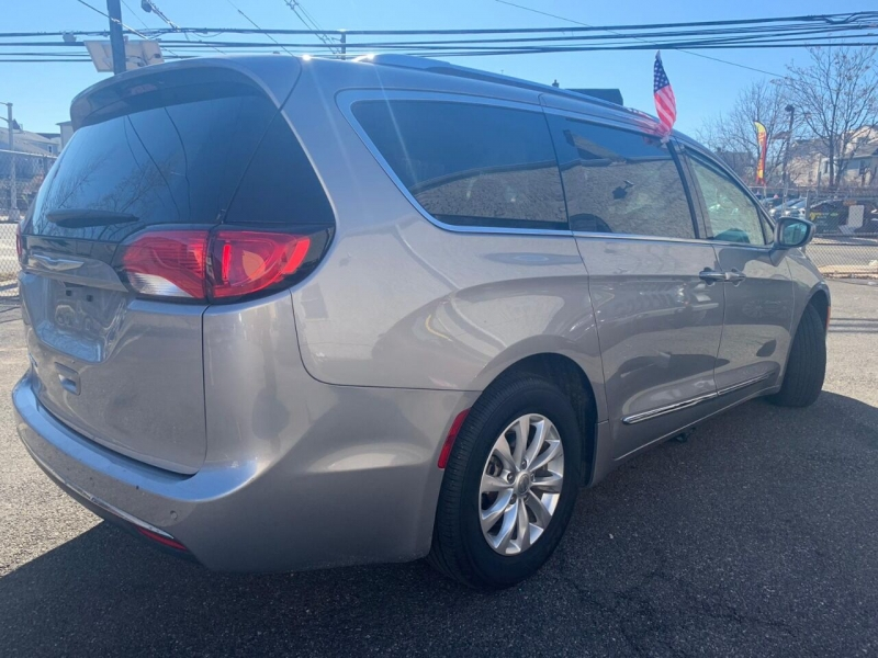 Chrysler Pacifica 2018 price $500
