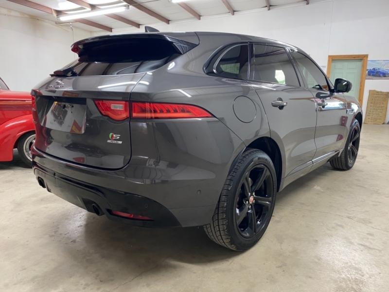 Jaguar F-PACE 2017 price $27,900