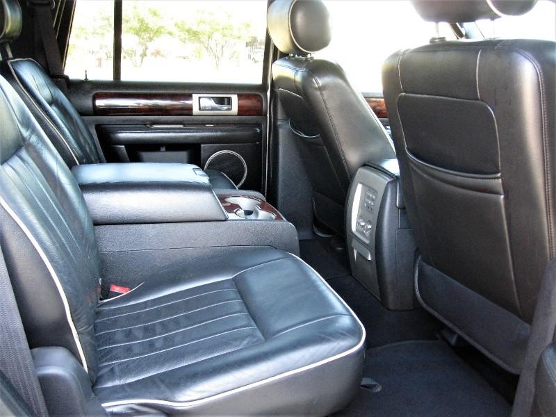 Lincoln Navigator 2006 price $8,999
