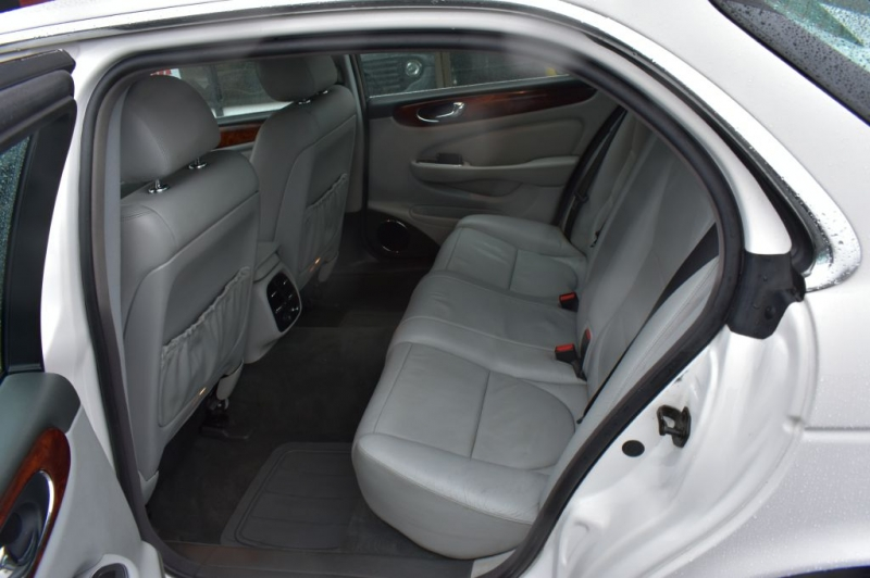 JAGUAR XJ8 2005 price $8,999