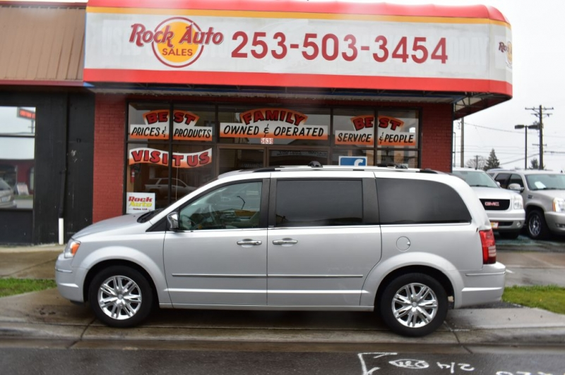 CHRYSLER TOWN & COUNTRY 2010 price $7,999