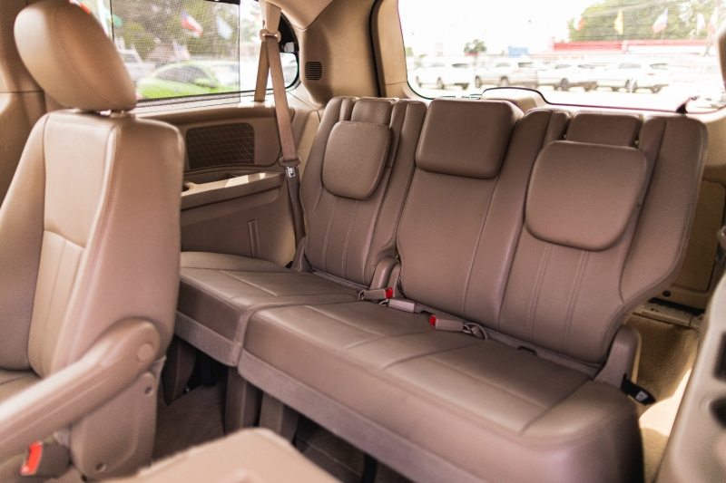 Chrysler Town & Country 2012 price Call