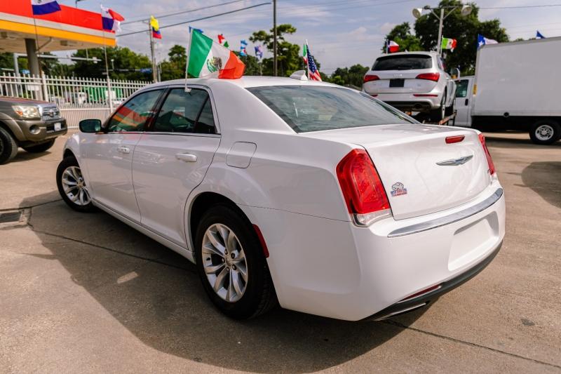 Chrysler 300 2015 price Call