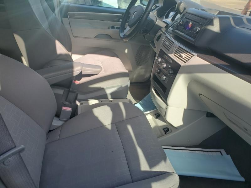 Volkswagen Routan 2009 price $4,495