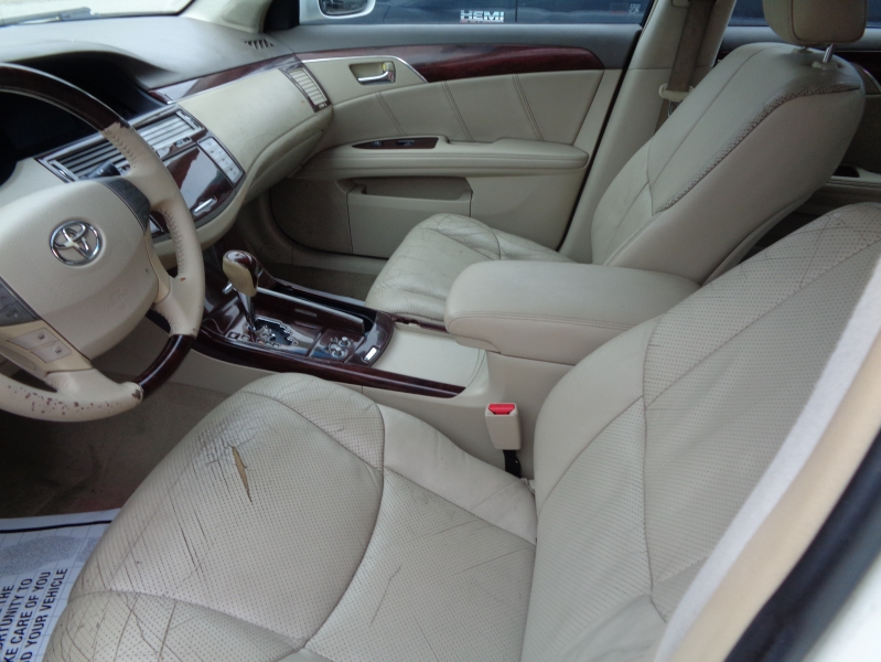 Toyota Avalon 2010 price $7,495
