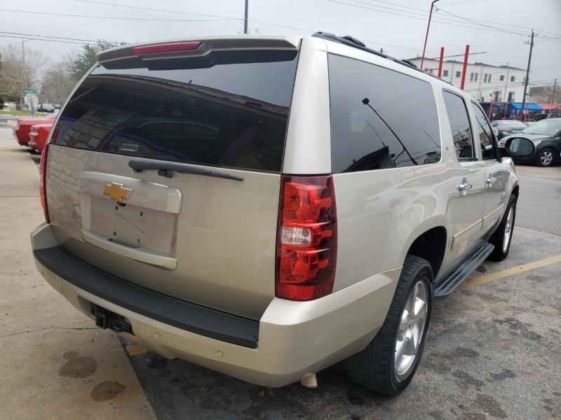 Chevrolet Suburban 2013 price $10,995