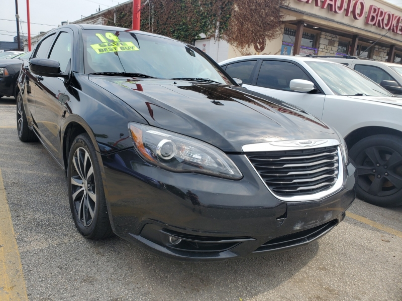 Chrysler 200 2014 price $8,495