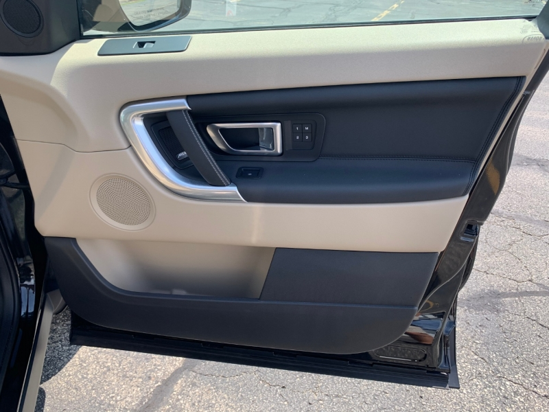Land Rover Discovery Sport 2017 price $33,990