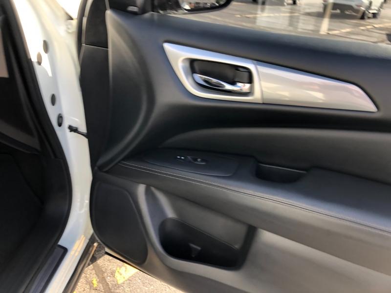 Nissan Pathfinder 2017 price $27,150
