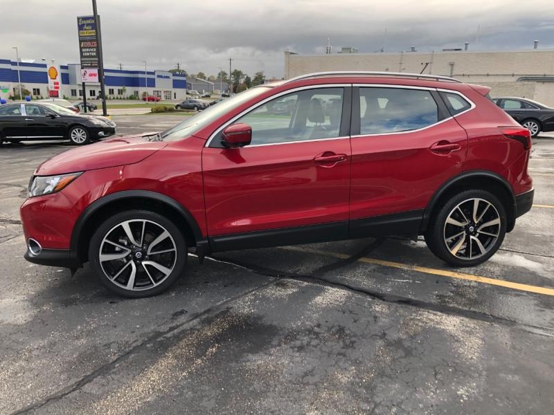 Nissan Rogue 2017 price $20,990