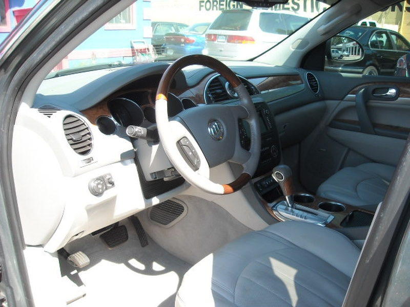 Buick Enclave 2011 price $10,900