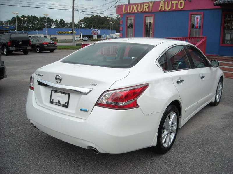 Nissan Altima 2013 price $8,900