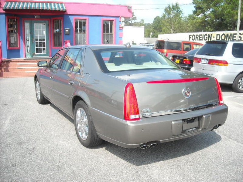 Cadillac DTS 2010 price $8,900