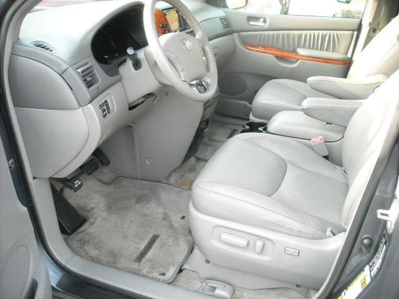 Toyota Sienna 2007 price $7,900