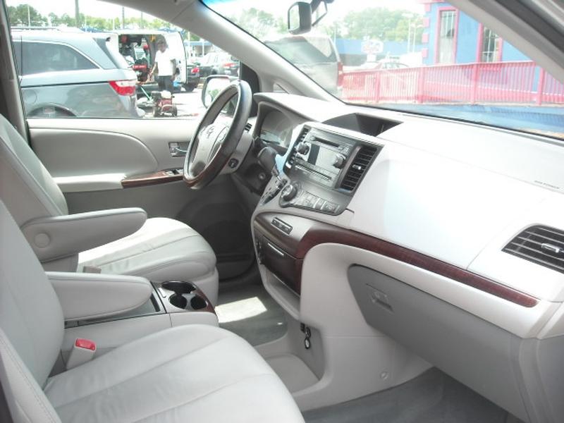 Toyota Sienna 2011 price $9,500