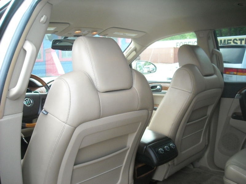 Buick Enclave 2009 price $9,700